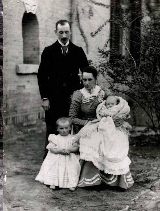 Liddell全家福,1902年攝於天津