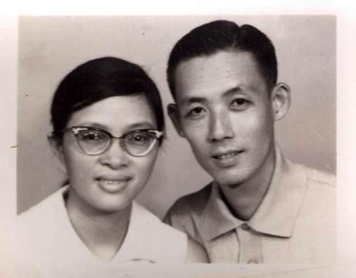 鄭先生與鄭太太50多年前的合照